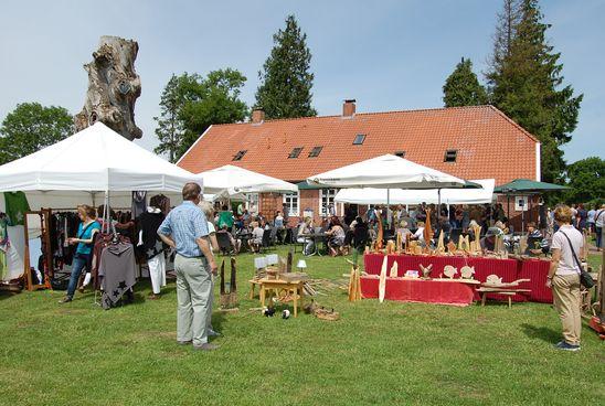 Zwischen historischem Forsthaus, Backhaus und Imagination präsentieren die Aussteller ihre Produkte
