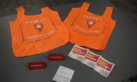 Diese kleinen Geschenke werden in den nächsten Tagen von der Gleichstellungsbeauftragten der Gemeinde Ihlow Frau Gerda Janssen im Gemeindegebiet verteilt. Die Einkaufstaschen in auffälligem orange weisen auf Anlaufmöglichkeiten für Betroffene hin.