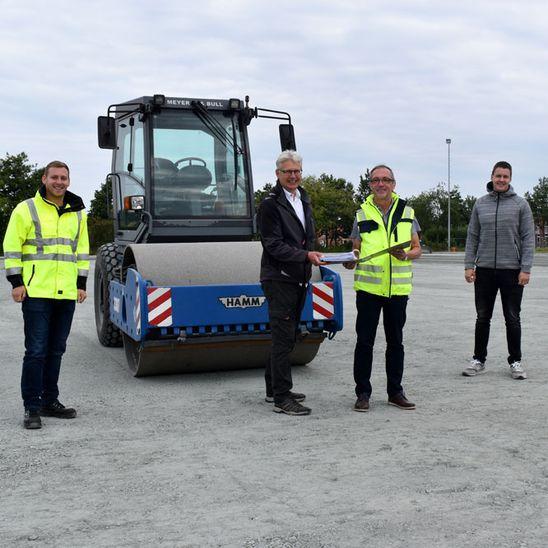 Bau des Kunstrasenplatzes in Ihlow voll im Zeitplan