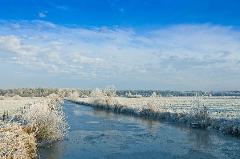 Frostige Fehnlandschaft